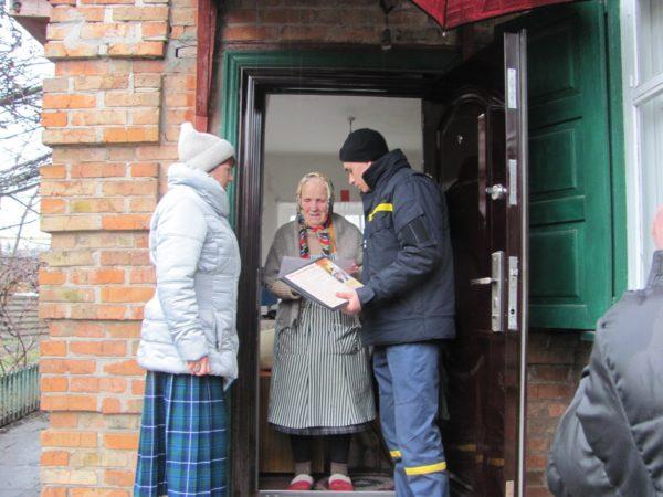 Спасатели поговорили с одинокими пенсионерами о пожарной безопасности