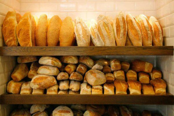 За счет чего или кого процветает хлебный бизнес семьи мэра?