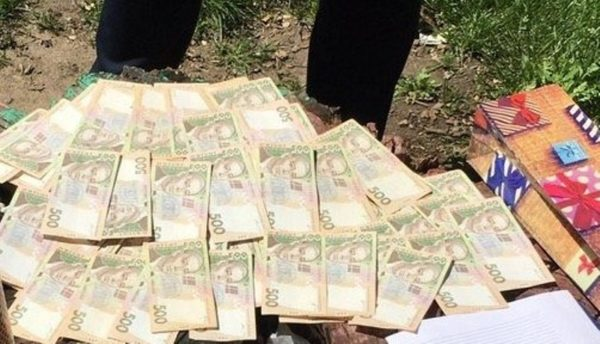 На взятке в 32 тысячи гривен попался чиновник Фонда госимущества