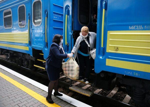 «Укрзалізниця» возобновила работу почти половины пассажирских поездов