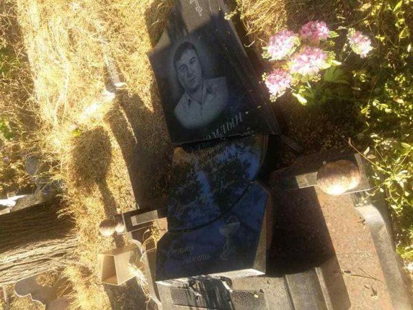 В Александрии на кладбище вандалы разрушили могилы (ФОТО)