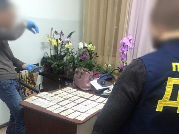Трем александрийцам сообщили о подозрении в присвоении полумиллиона гривен, предназначенных на выплаты медикам