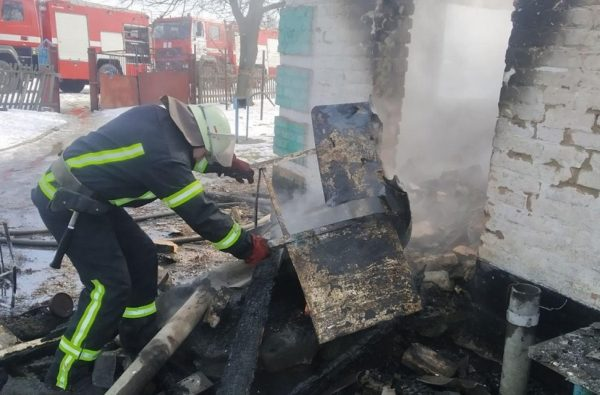 В Александрийском районе горел жилой дом и летняя кухня (ФОТО)