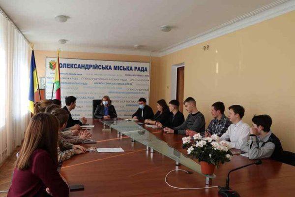 Депутаты Александрийского Молодежного парламента познакомились с представителями городской власти (ФОТО)
