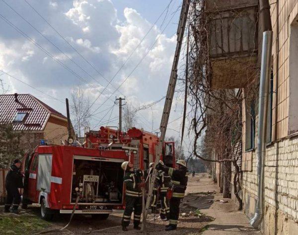 В Александрии на улице Казацкой в пятиэтажке горел балкон, в районе – частный дом (ФОТО)