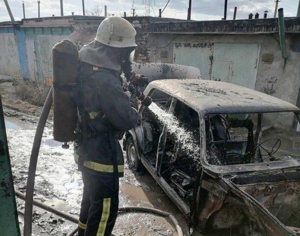 17-летний парень получил ожоги лица и рук во время пожара в одном из гаражных кооперативов Александрии