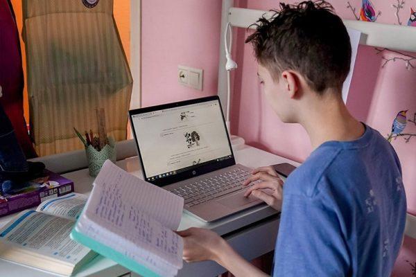 Александрийские школьники две неделе будут учиться дистанционно