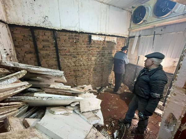 В мясном павильоне центрального рынка начали ремонтировать последнюю холодильную камеру (ФОТО)