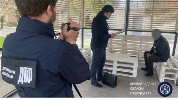 Сотрудника «Укртрансбезпеки» поймали на получении взятки от перевозчиков (ФОТО)