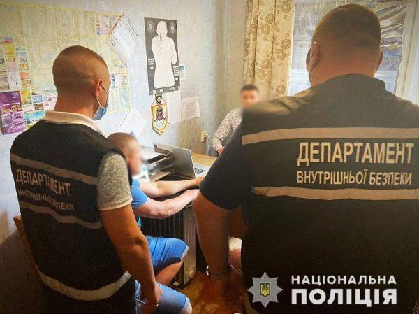 За «крышевание» наркобизнеса в Александрии дилер предлагал полицейскому ежемесячное «вознаграждение» в 500 долл. (ФОТО)