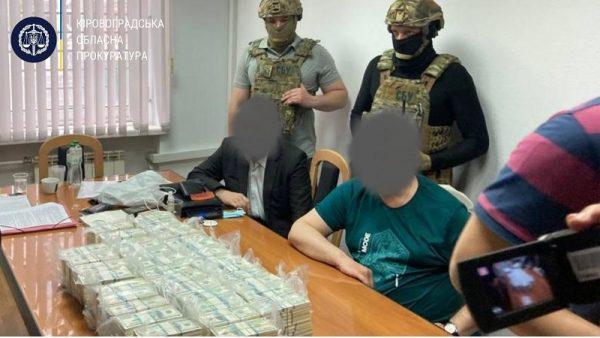 Задержали мужчин, которые за 3,5 млн. долл. обещали повлиять на назначение на должность головы Кировоградской ОГА (ФОТО)