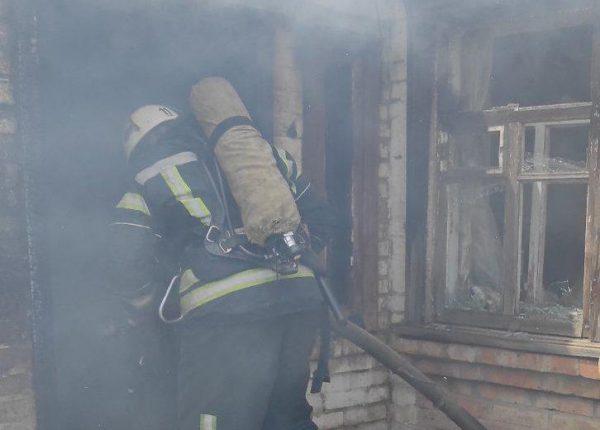 Во время тушения пожара в доме спасатели обнаружили тело 35-летней женщины (ФОТО)