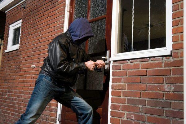 В Александрии ограбили квартиру на 80 тысяч гривен и дом на 20 тысяч гривен