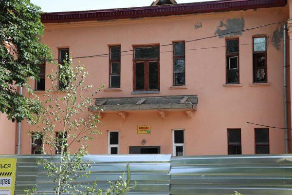 В Александрии продолжается капитальный ремонт инфекционного отделения