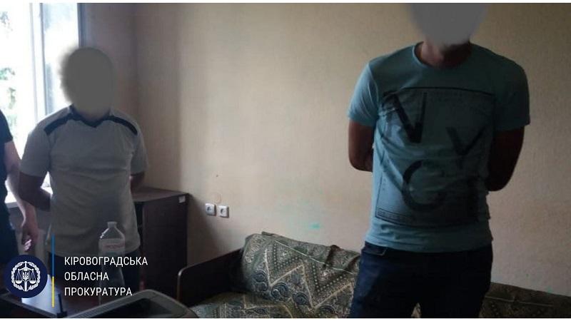 На получении взятки задержали следователя и начальника отдела районного управления полиции Кировоградской области (ФОТО)