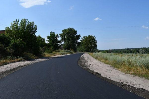 Дорожная служба ремонтирует дорогу между Александрией и Войновкой (ФОТО)