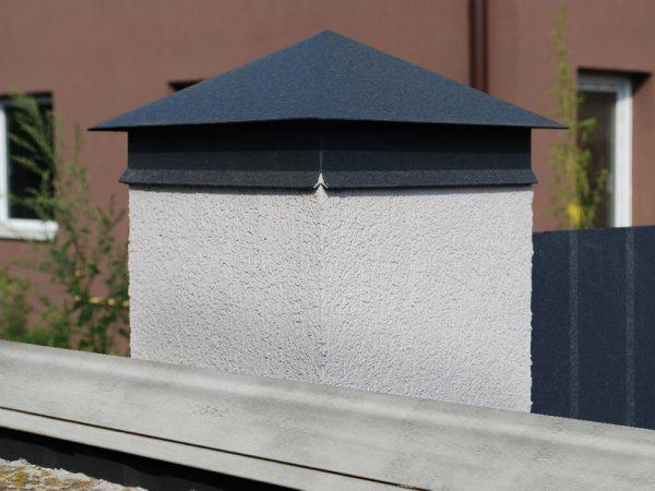 Колпак на заборный столб – декоративный элемент или гарант защиты