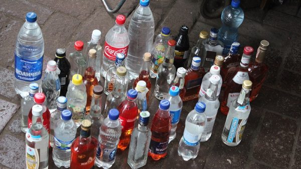 Полицейские изъяли у александрийцев около 50 литров самогона