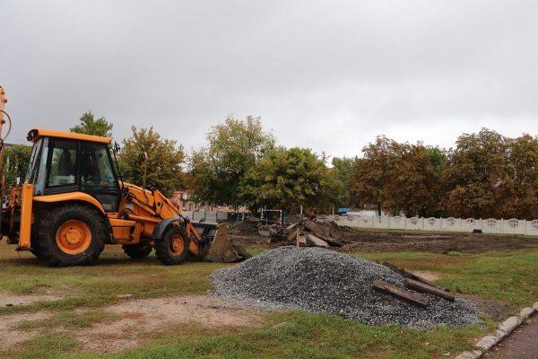 На территории 1-ой школы началось строительство спортивной площадки
